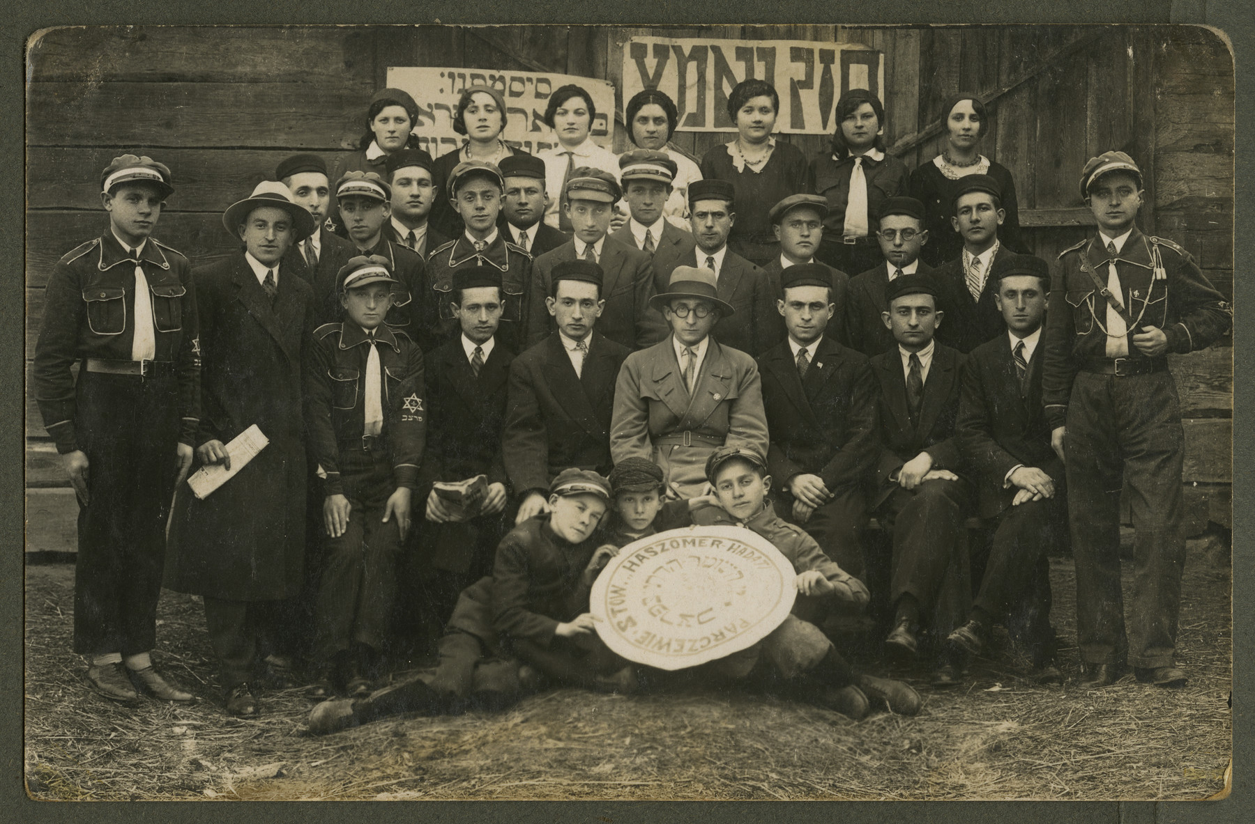 Asher Fetherhar (later Zidon) poses with members of the Hechalutz Mizrachi hachshara in Parczew.