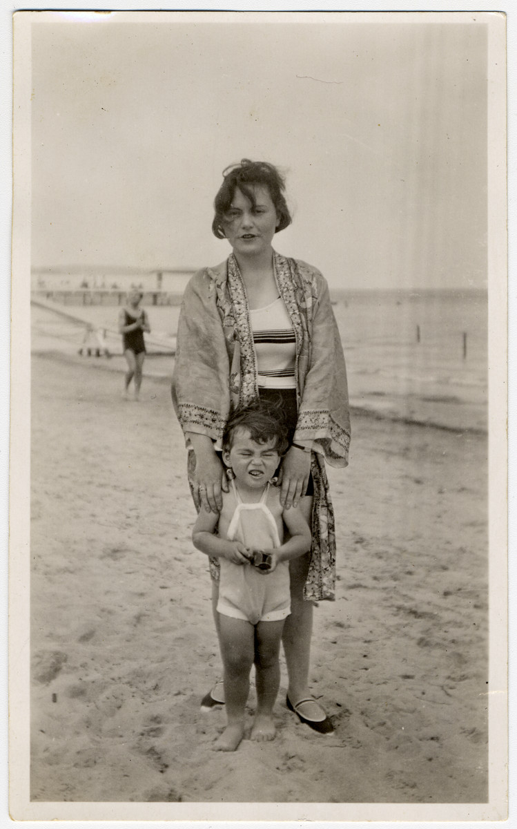 Julius Menn and his mother Regina pose on the beach in Sopot.