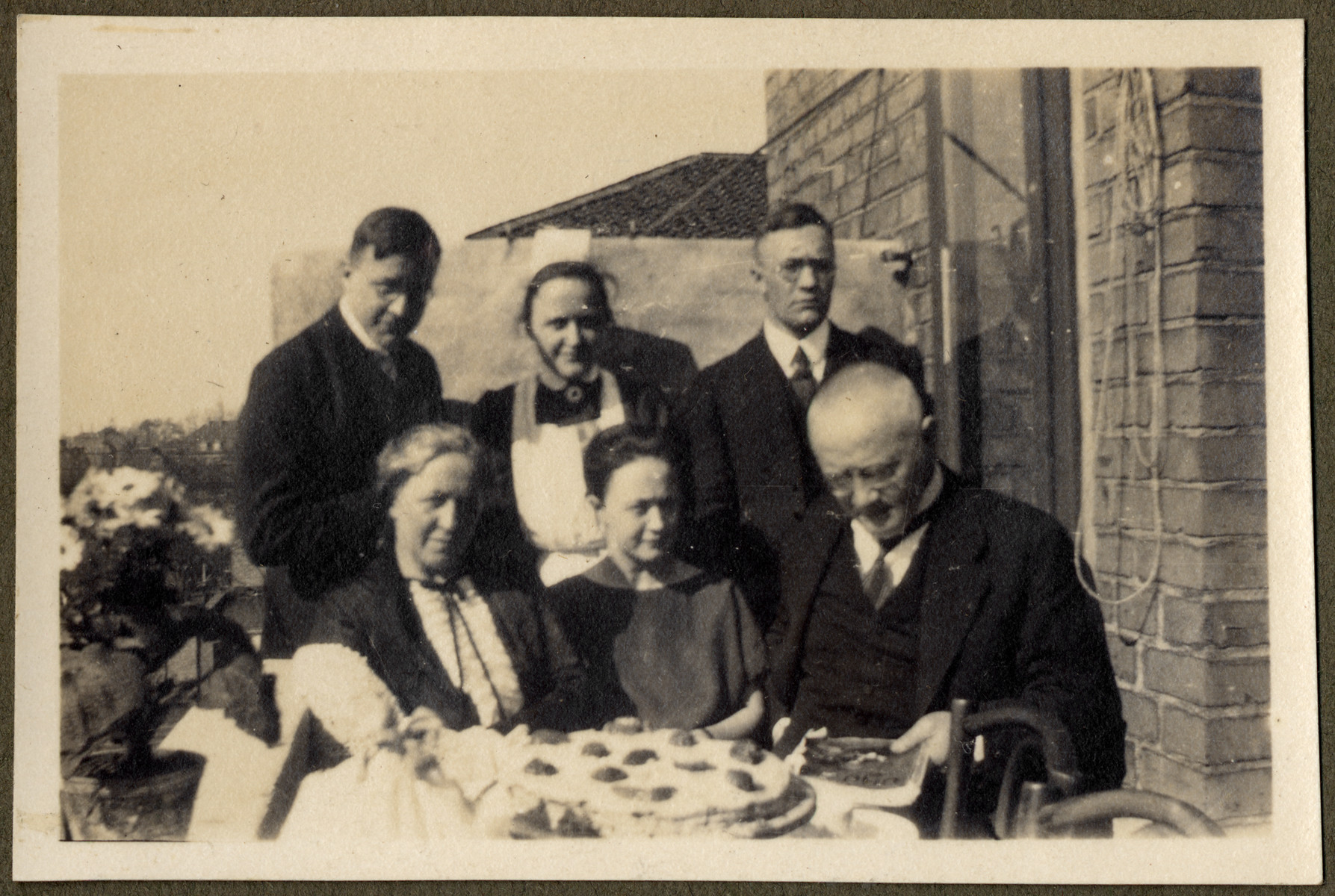 Margarete Lande (nee Feldmann), seated center, is photographed with her parents and siblings.
