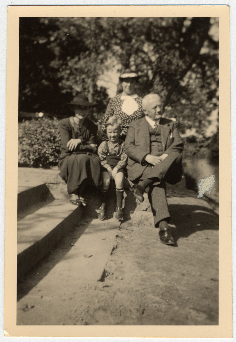 Photograph of Margarete Lande (nee Feldmann), her son Peter, and her parents.