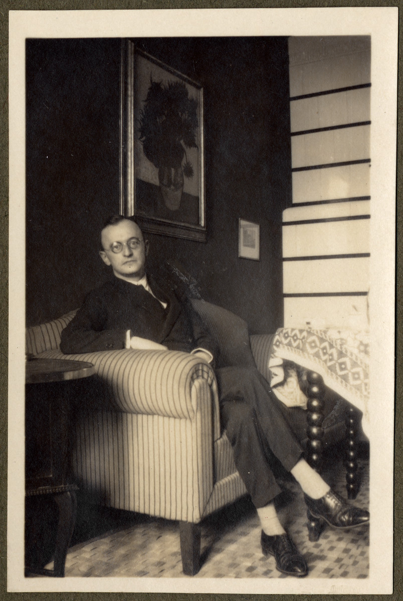 Photograph of Walter Lande seated in an interior.