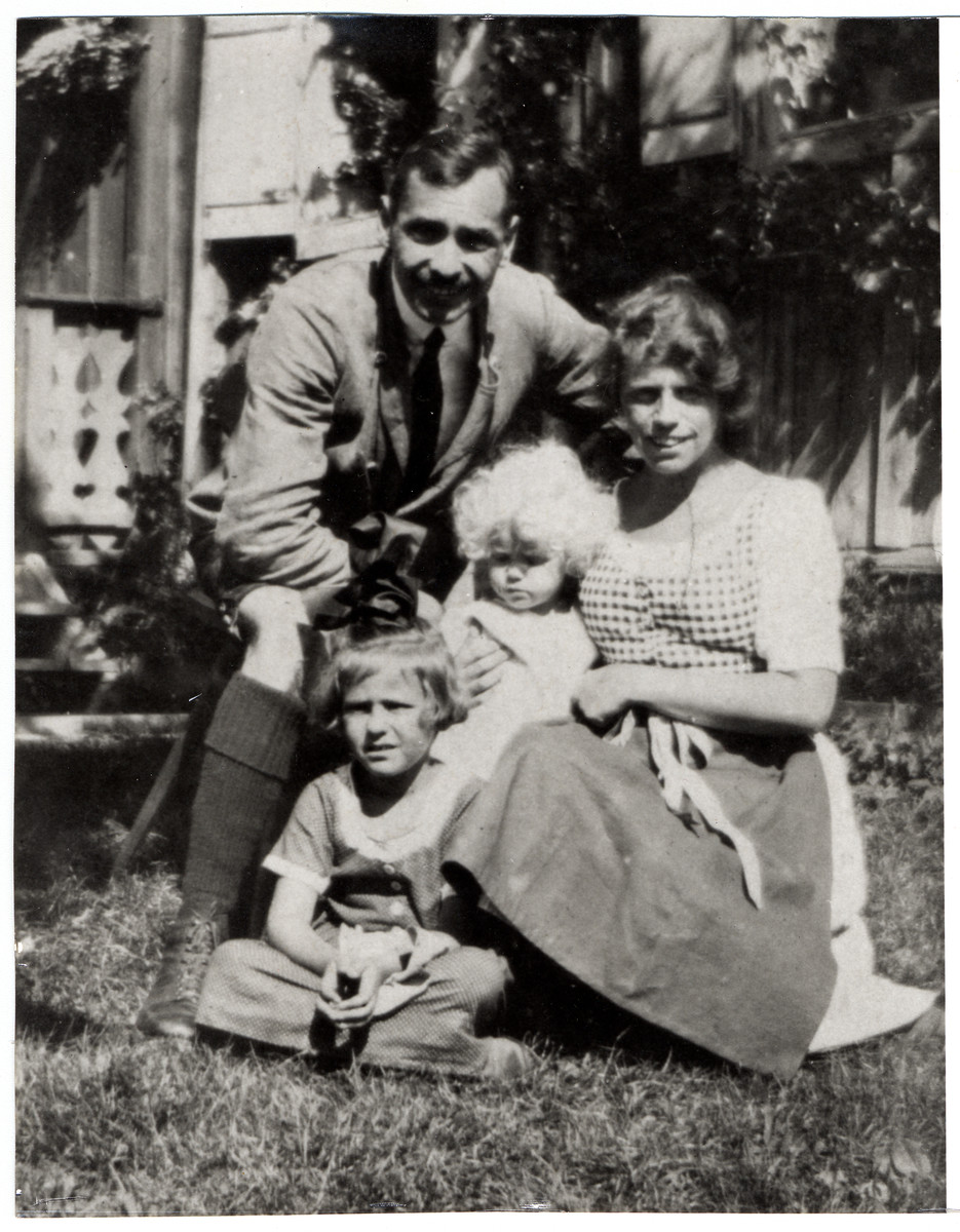 Oscar and Mizi Politzer pose in a garden with their two daughters Eva and Hedi.