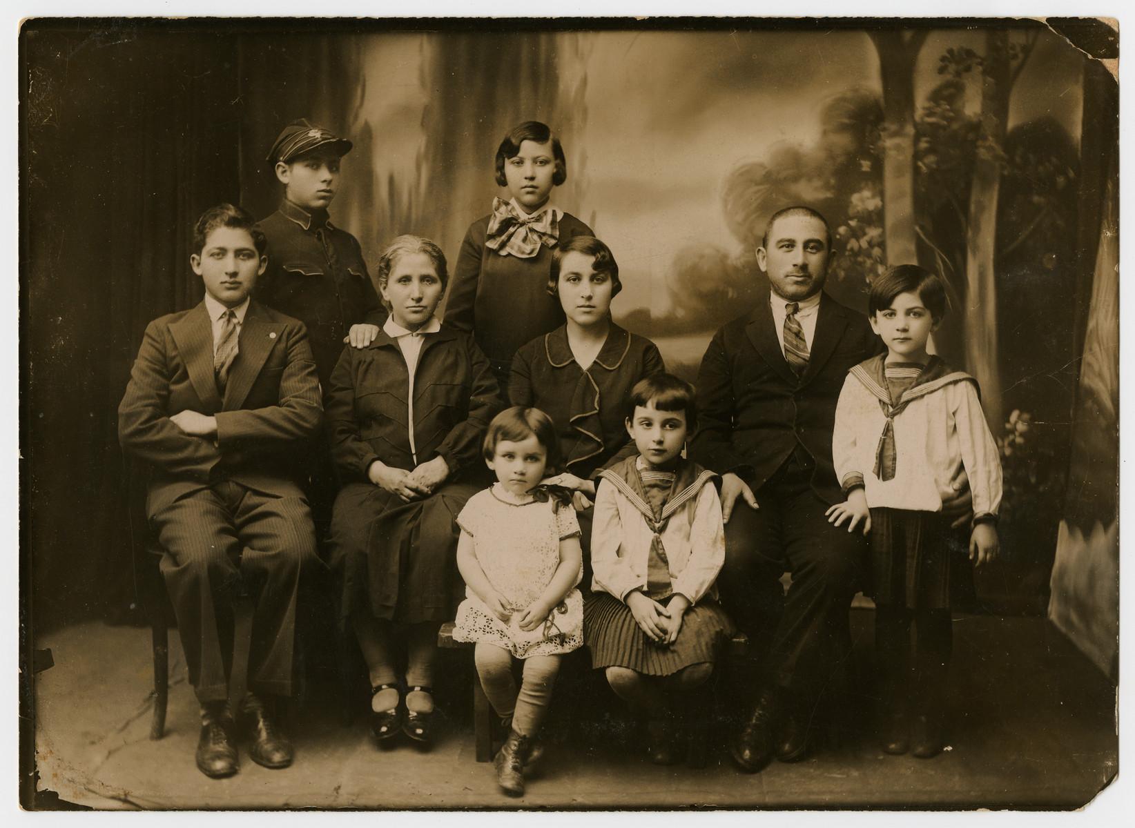 Prewar studio portrait fo the Szapiro family.