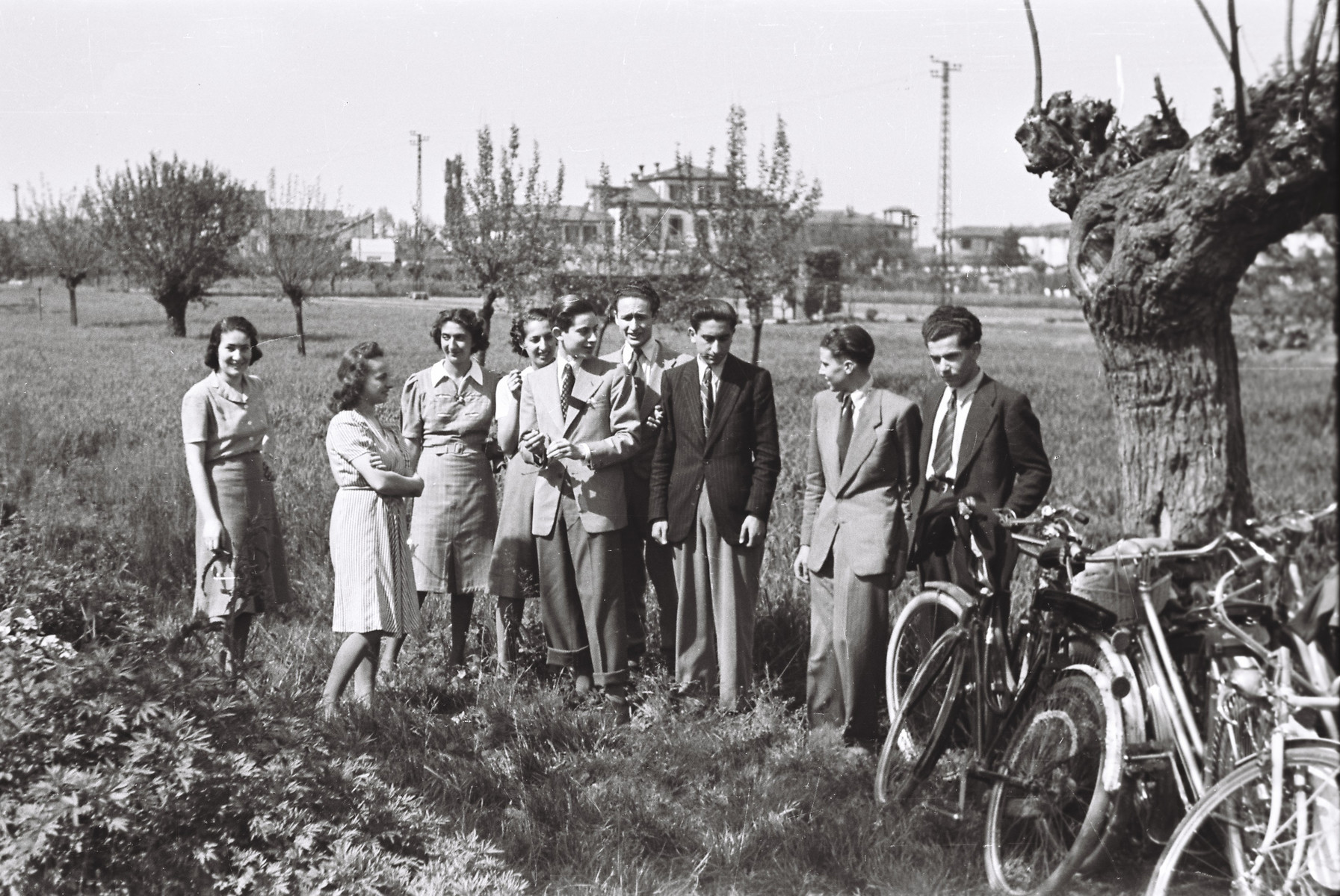 Students from the Scuolo via Eupili go for a bicycle excursion.  Among those pictured are Lia Foa (far left), Marcella Falco (second from left), Emma Pontremolli (fourth from left), Jarach (third from right), and Vughera (far right).