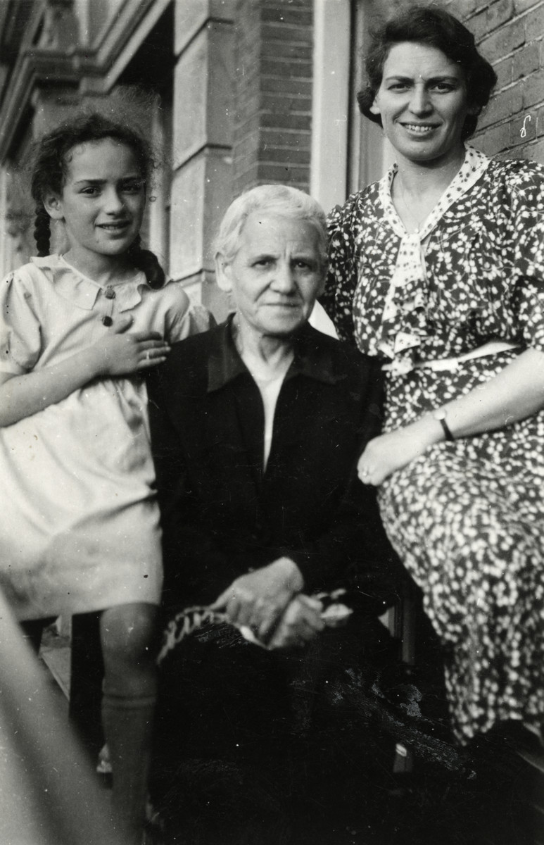 Close-up portrait of three generations of Jewish women in The Netherlands.  From left to right are Marta van Collem, her Grandmother Mrs. Randerath, and Lotte van Collem Randerath.
