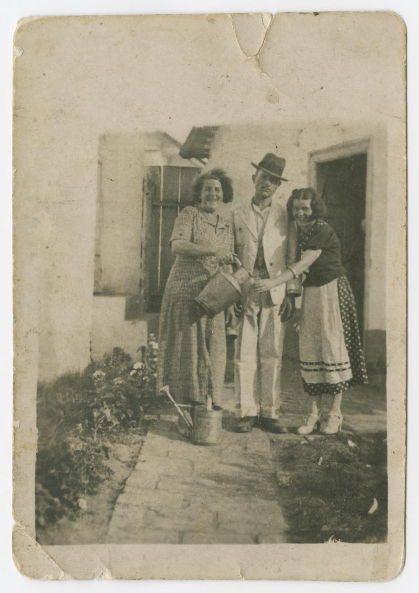 Friderika Klein visits her cousins the Katz's (first names unknown) in prewar Hungary.