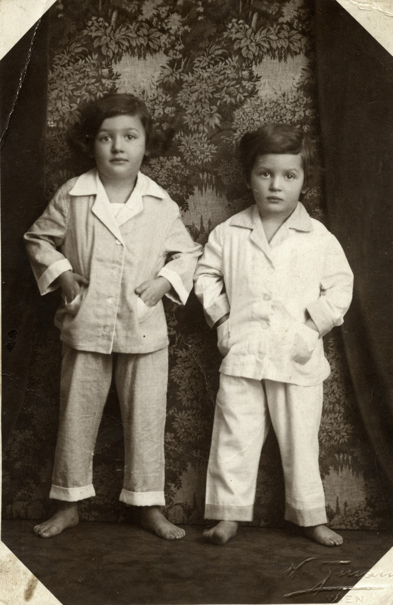 Studio portrait of Gerda and Sonja Beruh in Vienna, Austria at 6 and 5 years old repectively.