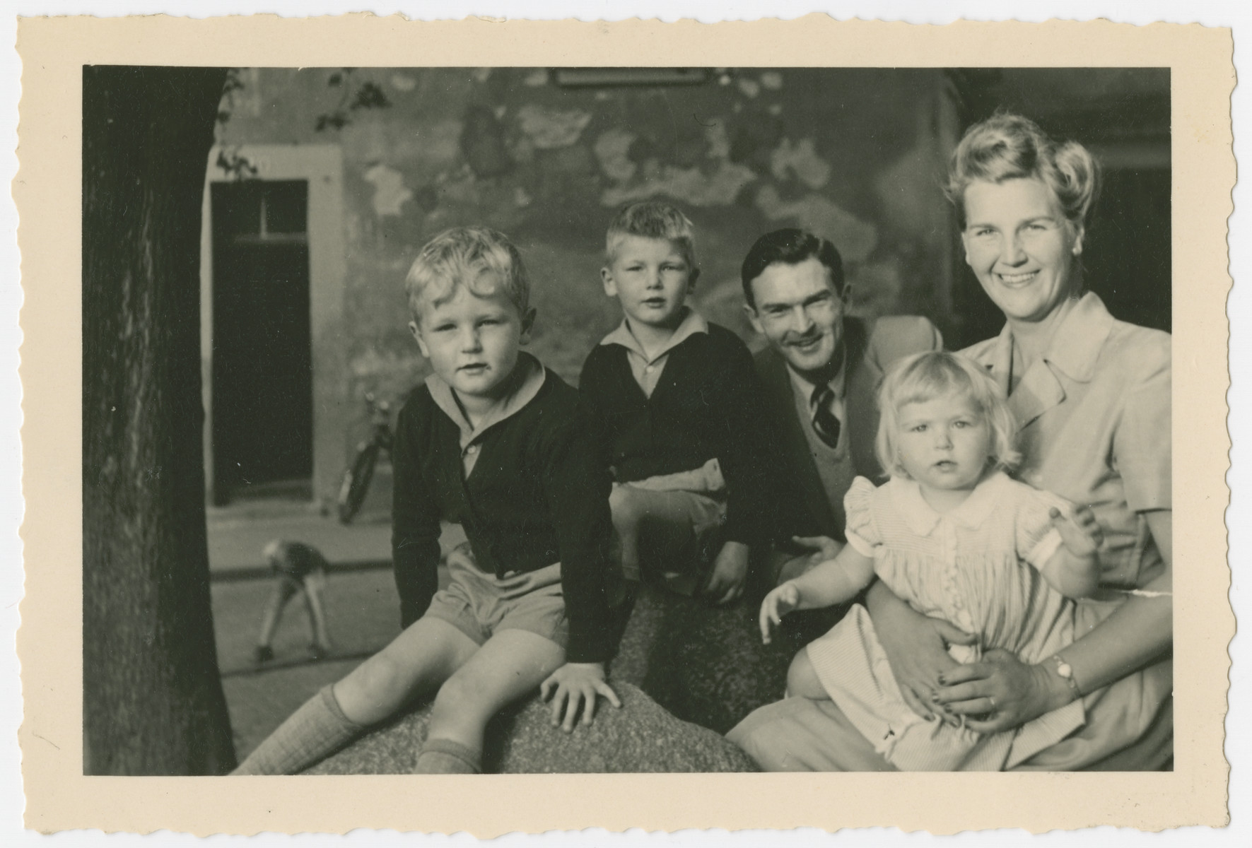 Portrait of the McClelland family.  From left to right: Kirk McClelland, Barre McClelland, Roswell McClelland, and Alice McClelland in the lap of her mother Marjorie McClelland.