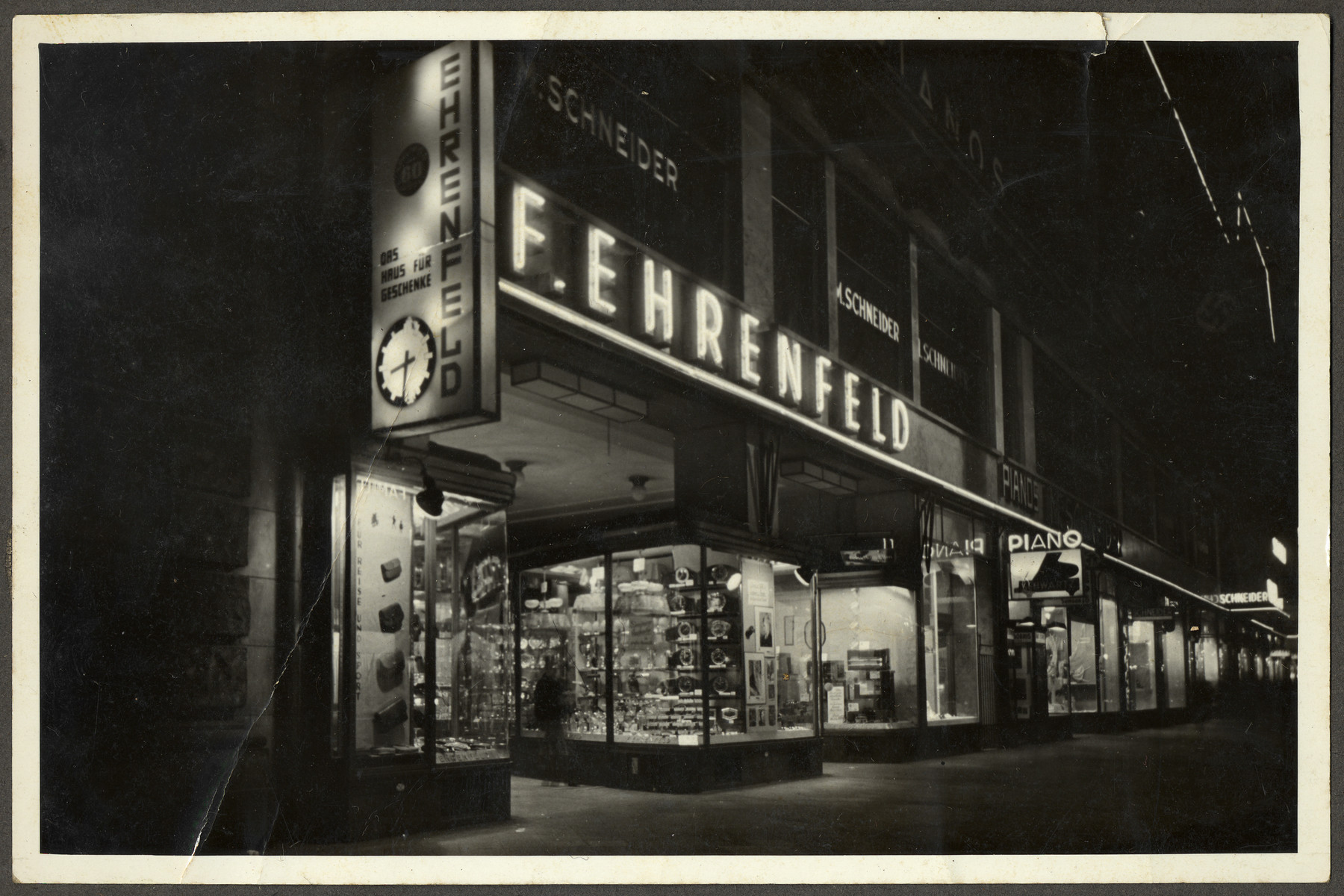 Exterior view of the Ehrenfeld's gift shop, Haus der Geschenke at Zeil 102-104.