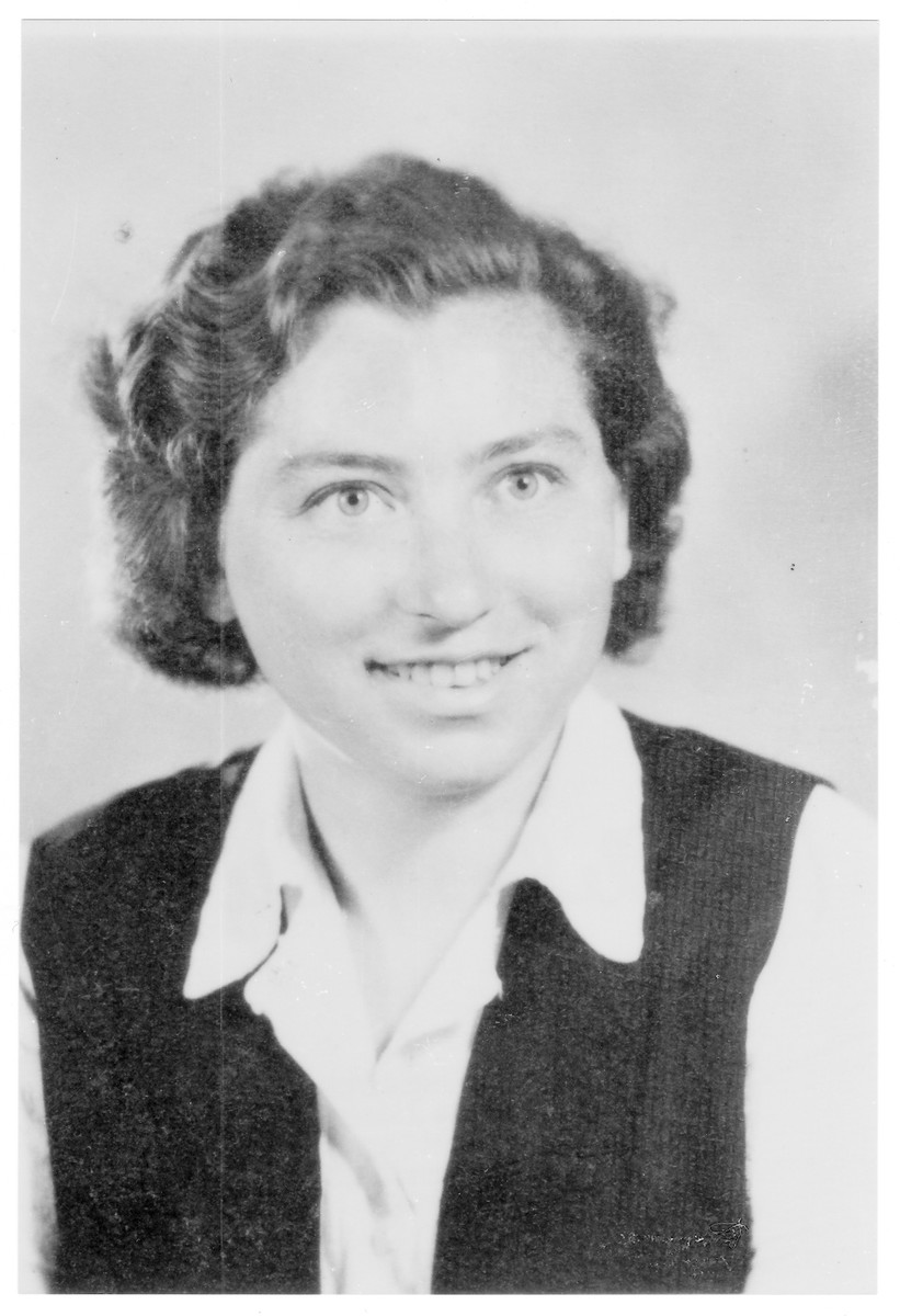 Portrait of Zsuzsa Miklos (later Sarah Kohavi), a member of the Hungarian Zionist youth resistance organization.