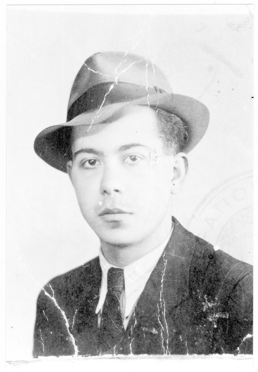 Portrait of Sandor (Yesayahu) Rosenblum, a member of the Hungarian Zionist youth resistance organization.