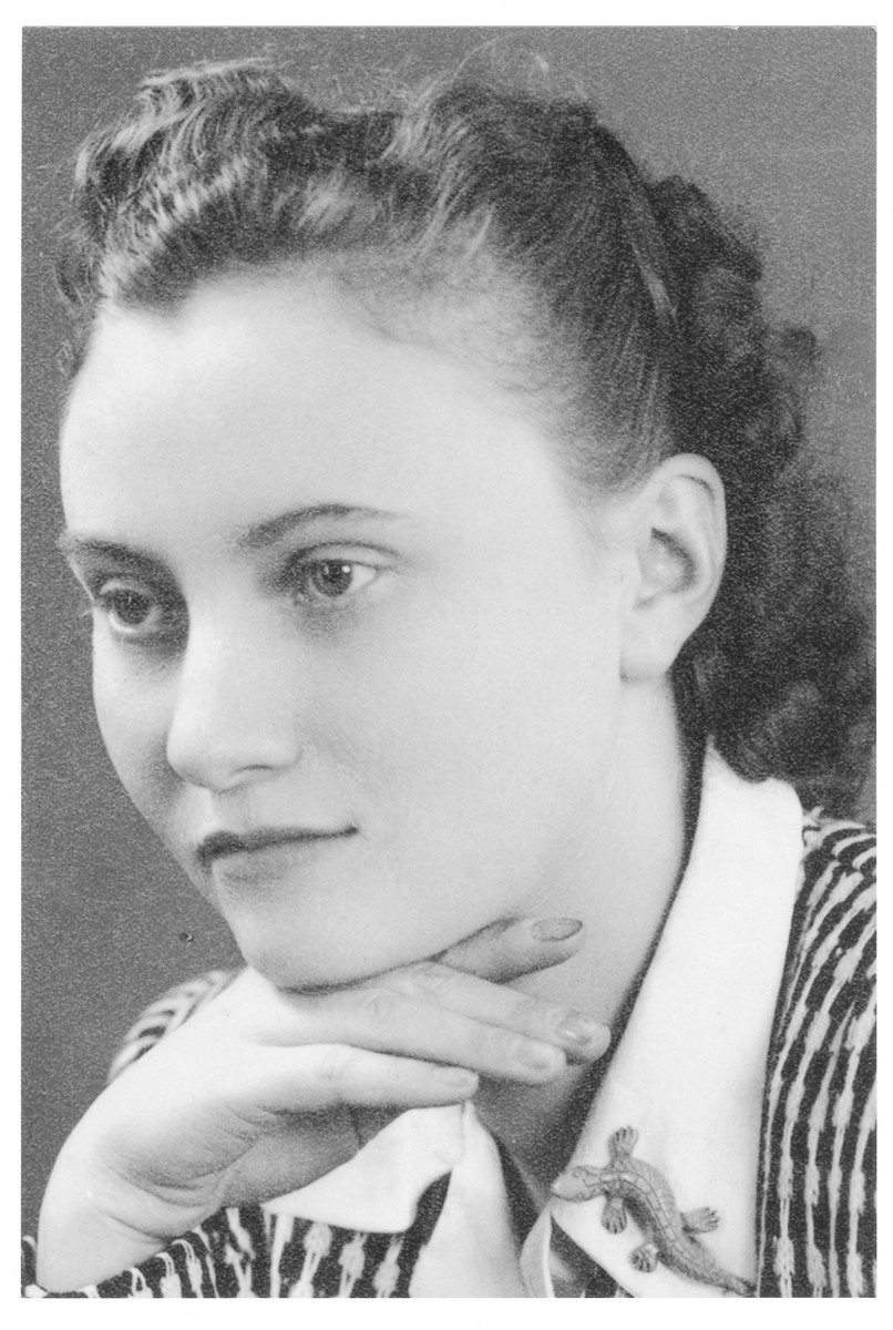 Portrait of Kato Brunner (later Tamar Benshalom), a member of the Hungarian Zionist youth resistance organization.
