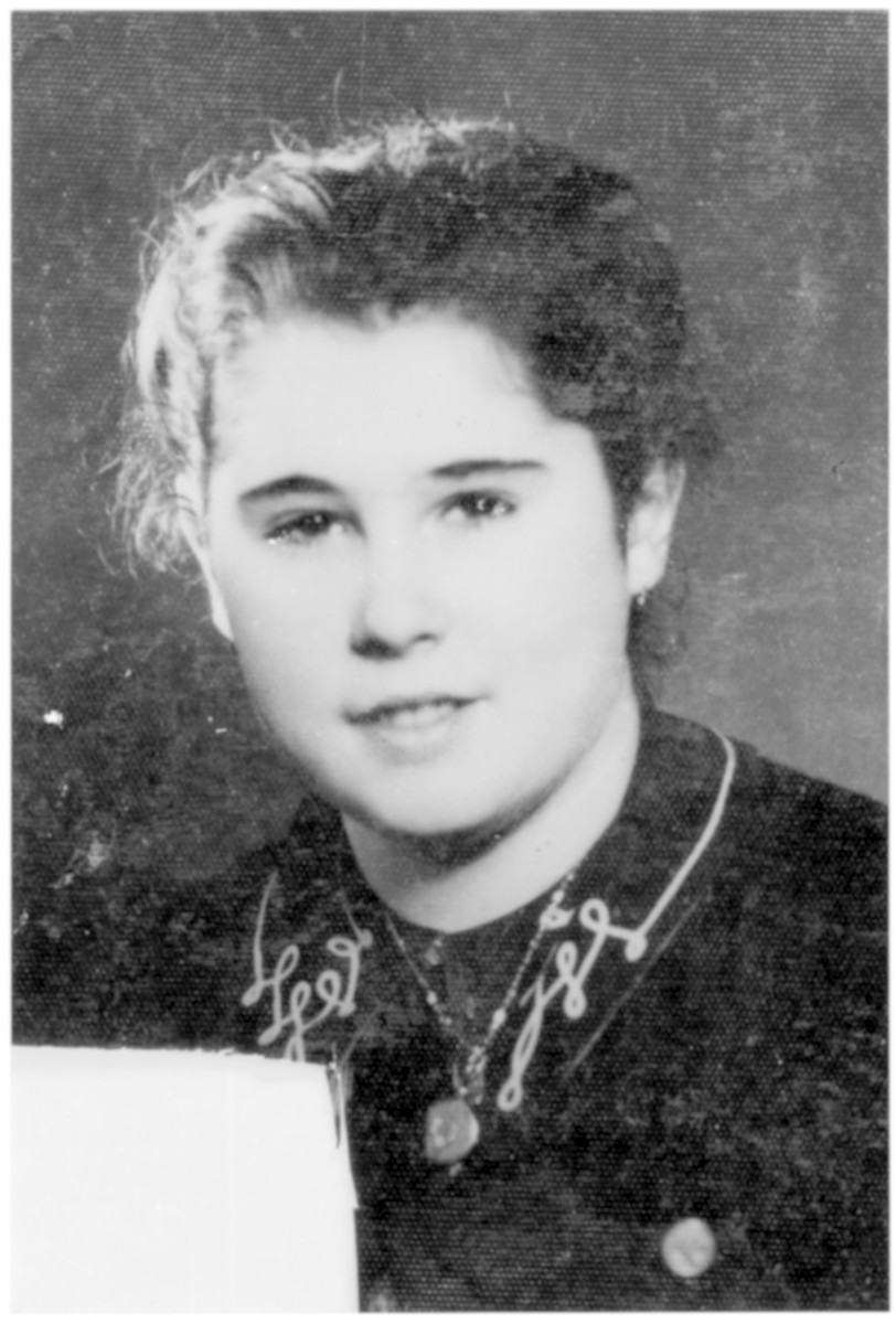 Portrait of Vera Lefkovics (later Weisz), a member of the Hungarian Zionist youth resistance organization.