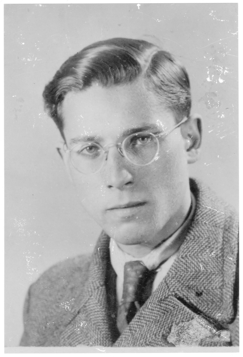 Portrait of Ferenc Loewinger (later Ephraim Nadav), a member of the Hungarian Zionist youth resistance organization.