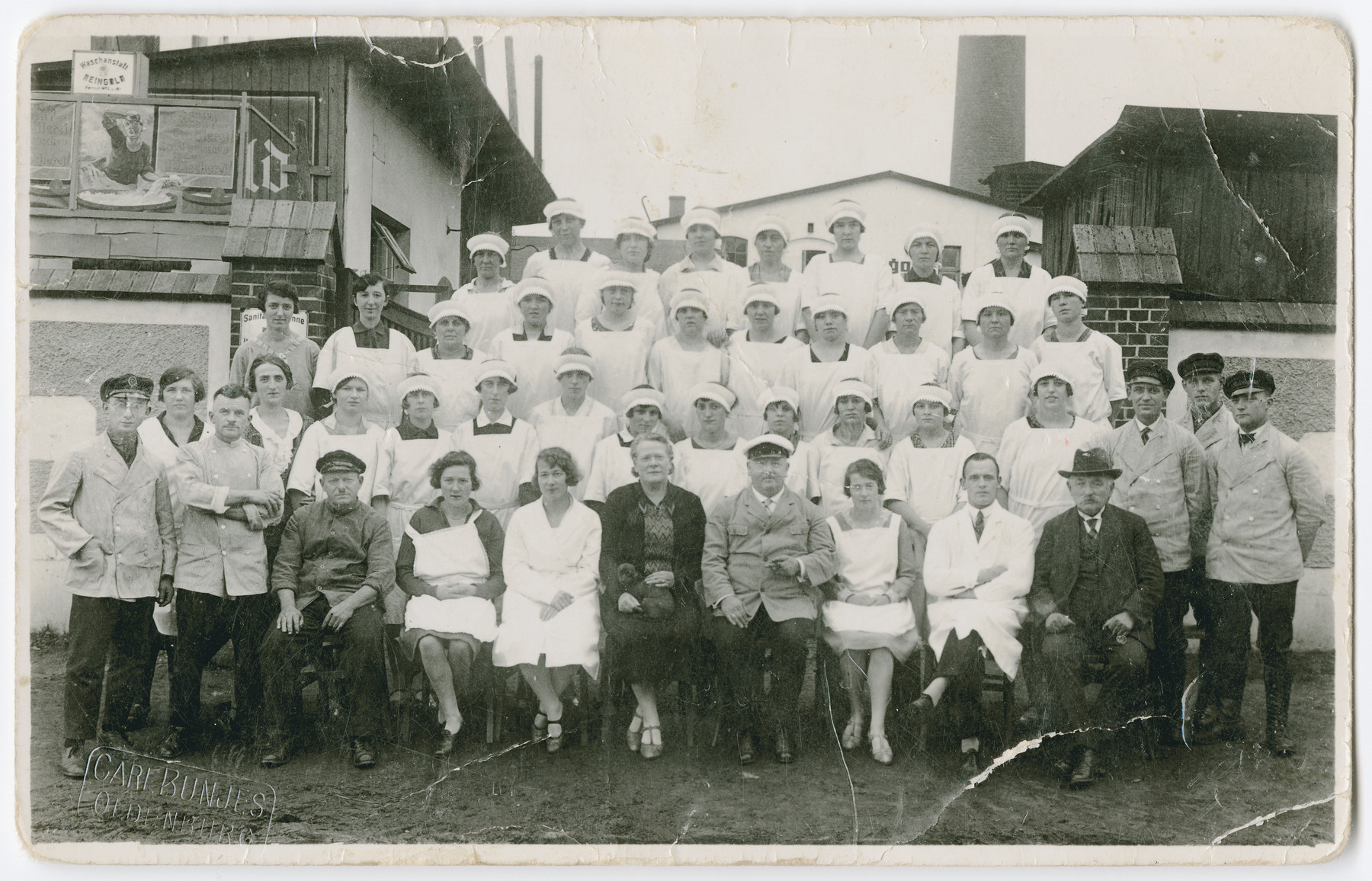 Group portrait of the staff of the Reingold Laundry in Oldenburg including members of the de-Beer family.