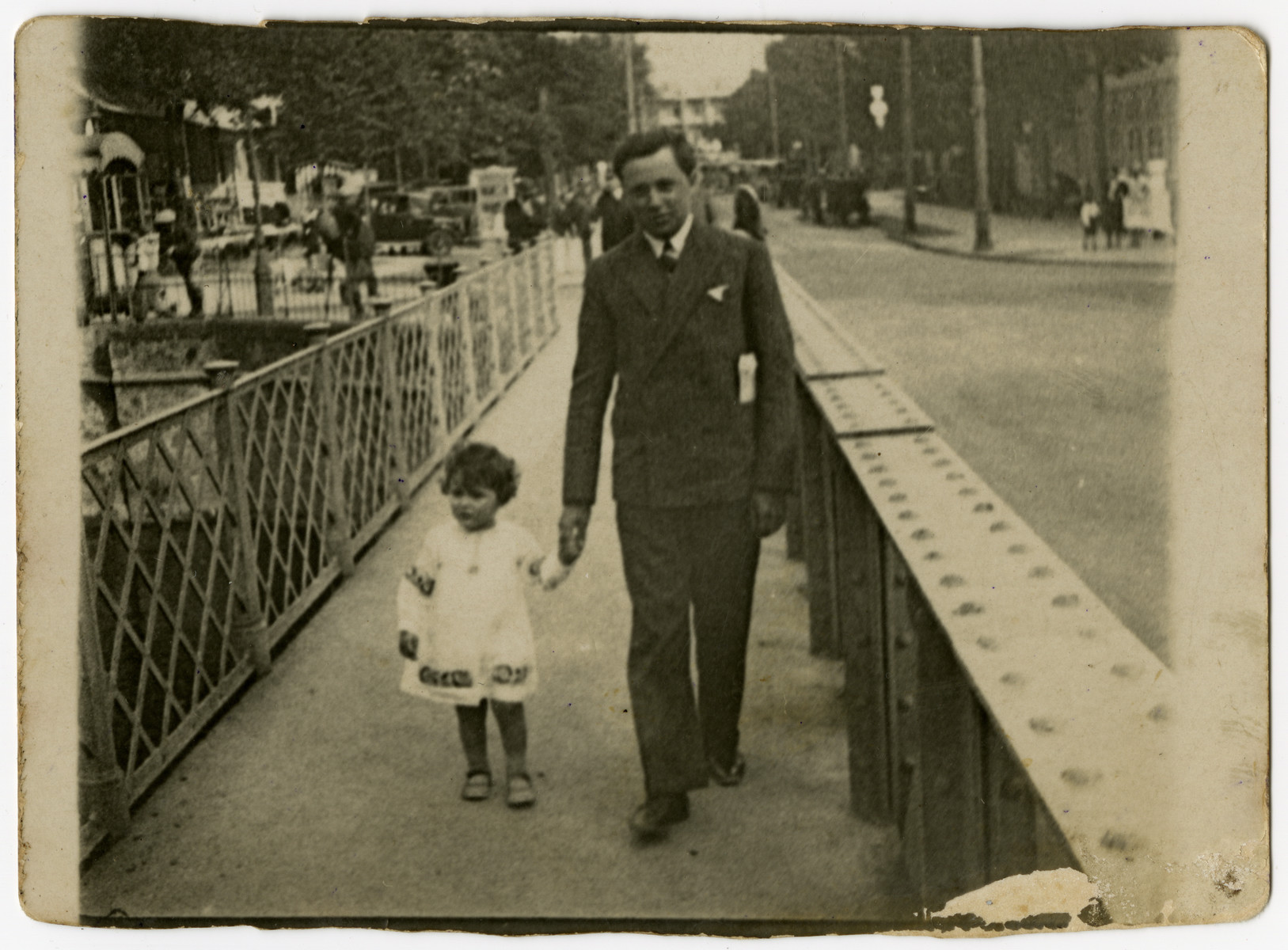 Israel Hilsenrath walks down the street hand-in-hand with his young daughter Susi.