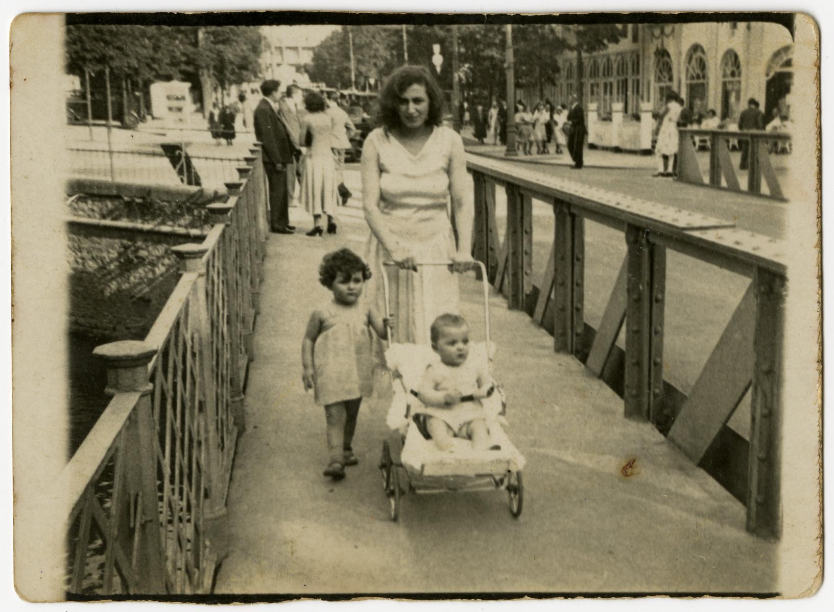 Annie  Hillsenrath walks down the street with her children Susi and Joseph.