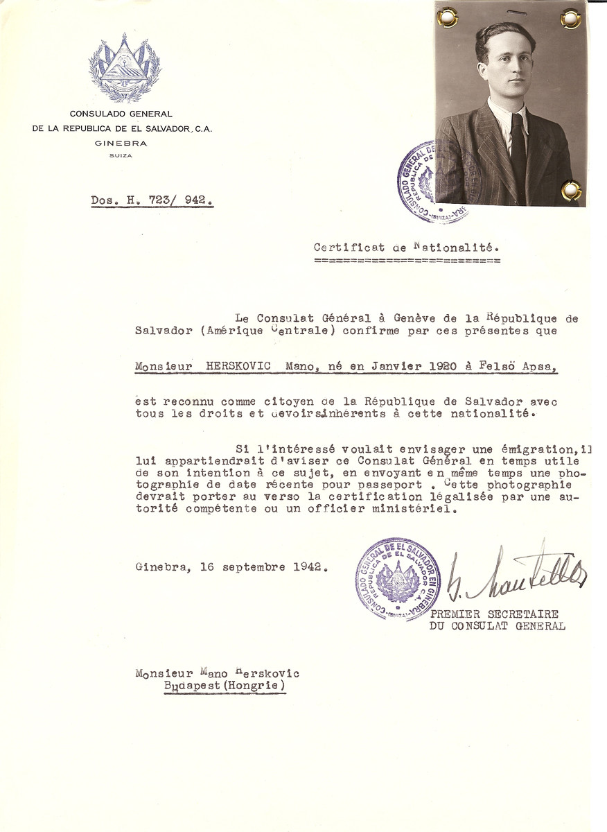 Unauthorized Salvadoran citizenship certificate issued to Mano Herskovic (b. January 1920 in Felso Apsa) by George Mandel-Mantello, First Secretary of the Salvadoran Consulate in Switzerland and sent to his residence in Budapest.