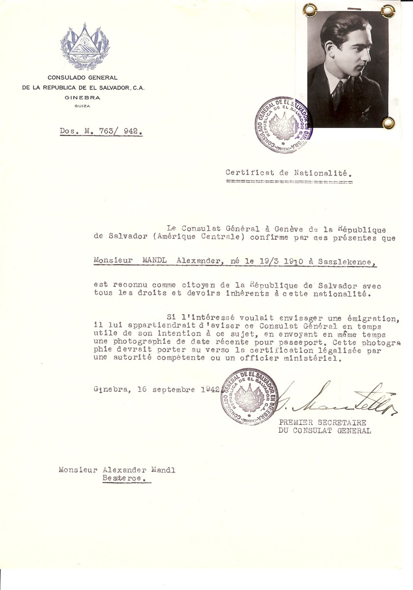 Unauthorized Salvadoran citizenship certificate issued to Alexander Mandl (b. March 19, 1910 in Saszlekence) by George Mandel-Mantello, First Secretary of the Salvadoran Consulate in Switzerland and sent to his residence in Bistrita.