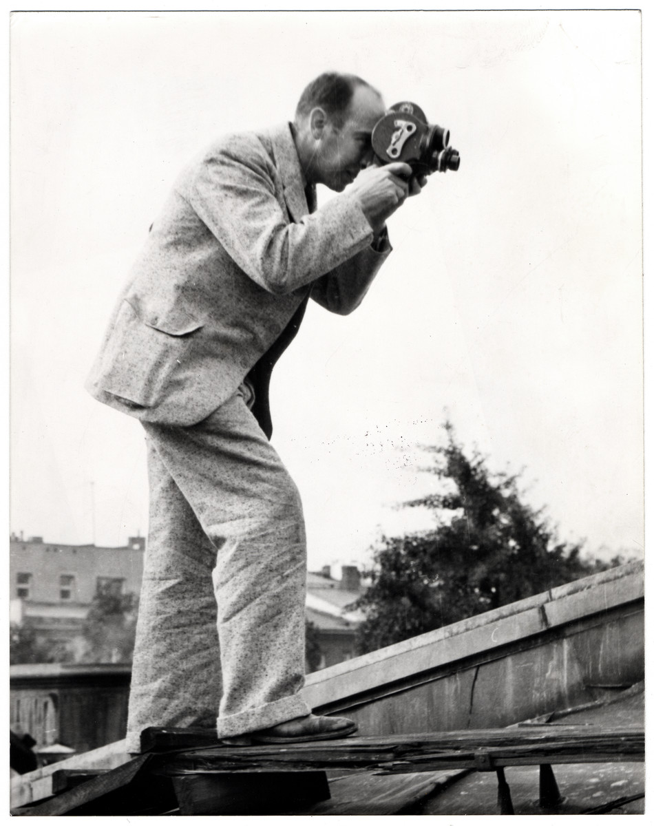 Julien Bryan films the German invasion of Warsaw in 1939.