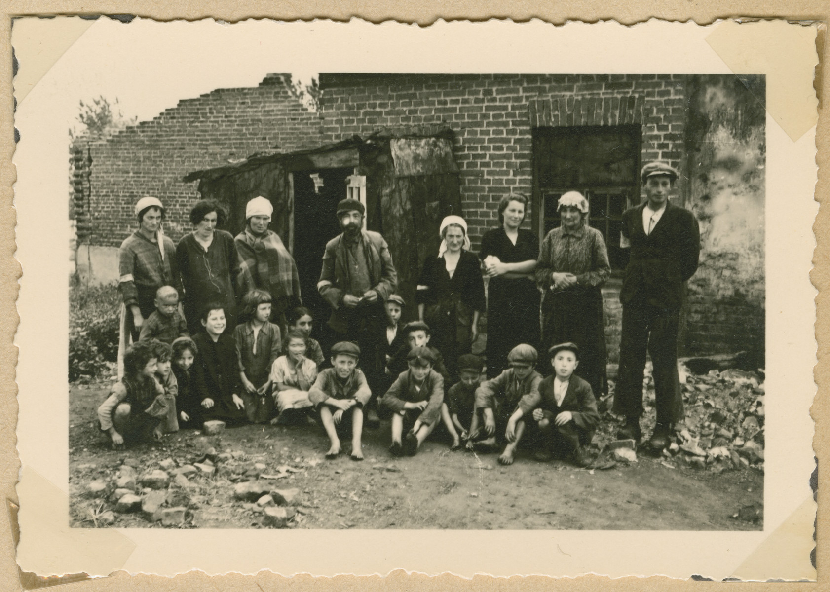 Group portrait of Jewish men, women and children in Deblin-Irena.
