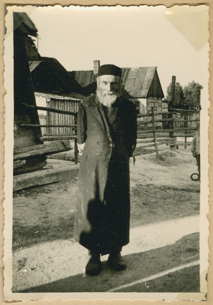 An elderly Jewish man poses on a street in Deblin-Irena.