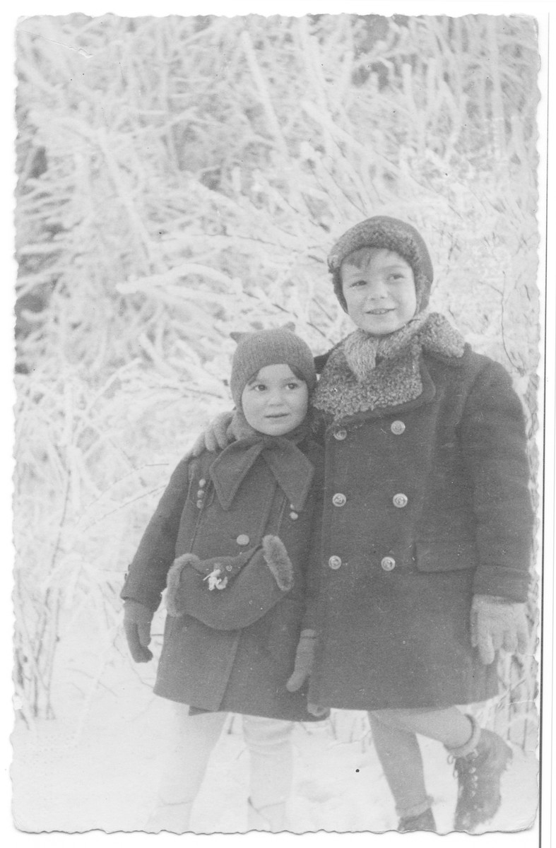 Helen Ungar and brother Adam pose in the snow.