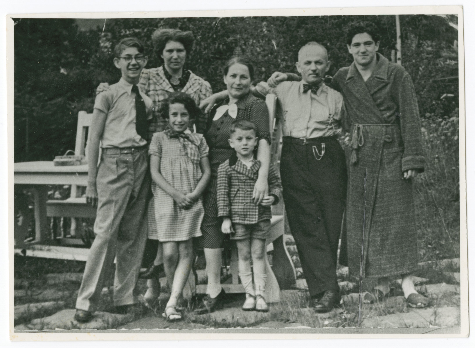 Norbert, Helmut, and Erna Isenberg pose with extended family members.   Pictured (L-R): Norbert Isenberg, Erna Isenberg, Rosa Isenberg, Sigmund Isenberg, Helmut Isenberg. Children Margot Greif and Fritz Isenberg are also present.