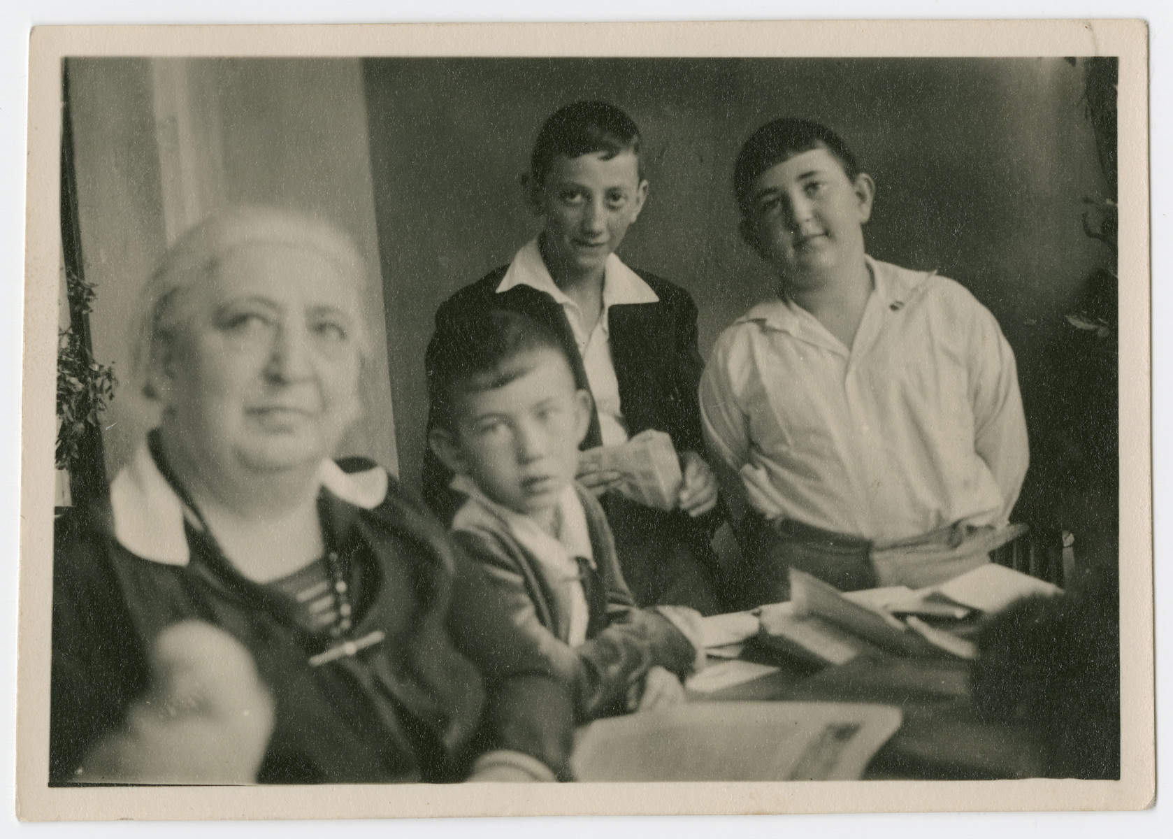 Photograph of Bertha Marx with grandsons Norbert (left) and Artur Isenberg (right).