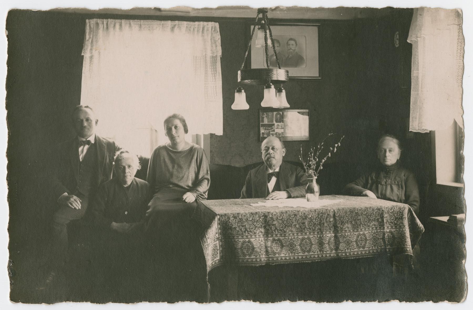 Members of the Isenberg family pose in their living room.  Pictured (L-R): Sigmund Isenberg, Julie Isenberg (her house), Rosa Isenberg, Salomon Stahl, and Rickchen Stahl.