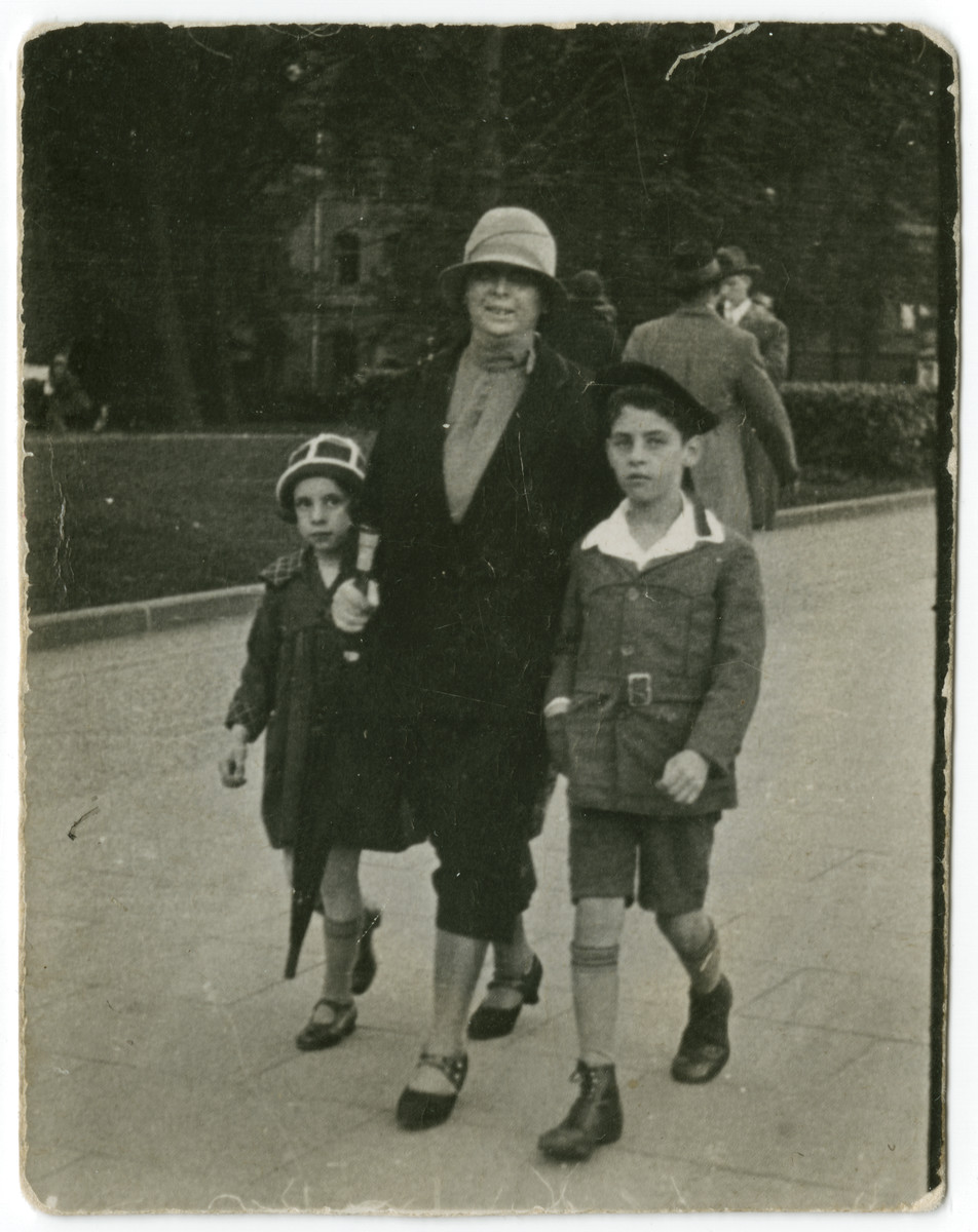 Betty and Harry Straus walk down a street with their Aunt Betty.