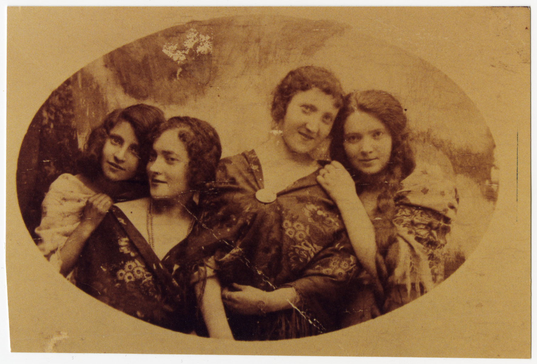 A studio portrait of Ruth, Dora, Paula, and Marja Horowicz.