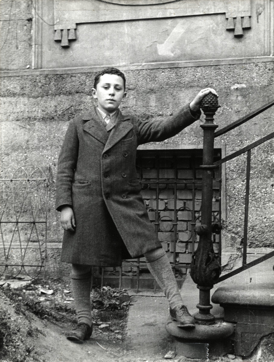 Shalom Kaplan stands outside the headquarters of the Central Committee of Liberated Jews.