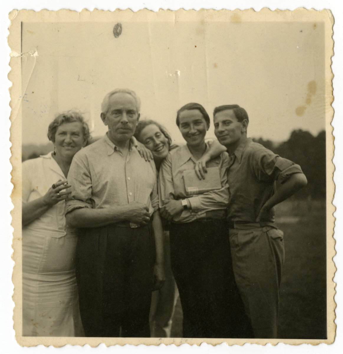 Prewar portrait of members of the the Chason family and friends.  Pictured are Anna and Julius Chason, Gerta Chason Bagriansky, Rivka Smukler (later Osherovitz) and Hirsh Osherovitz.