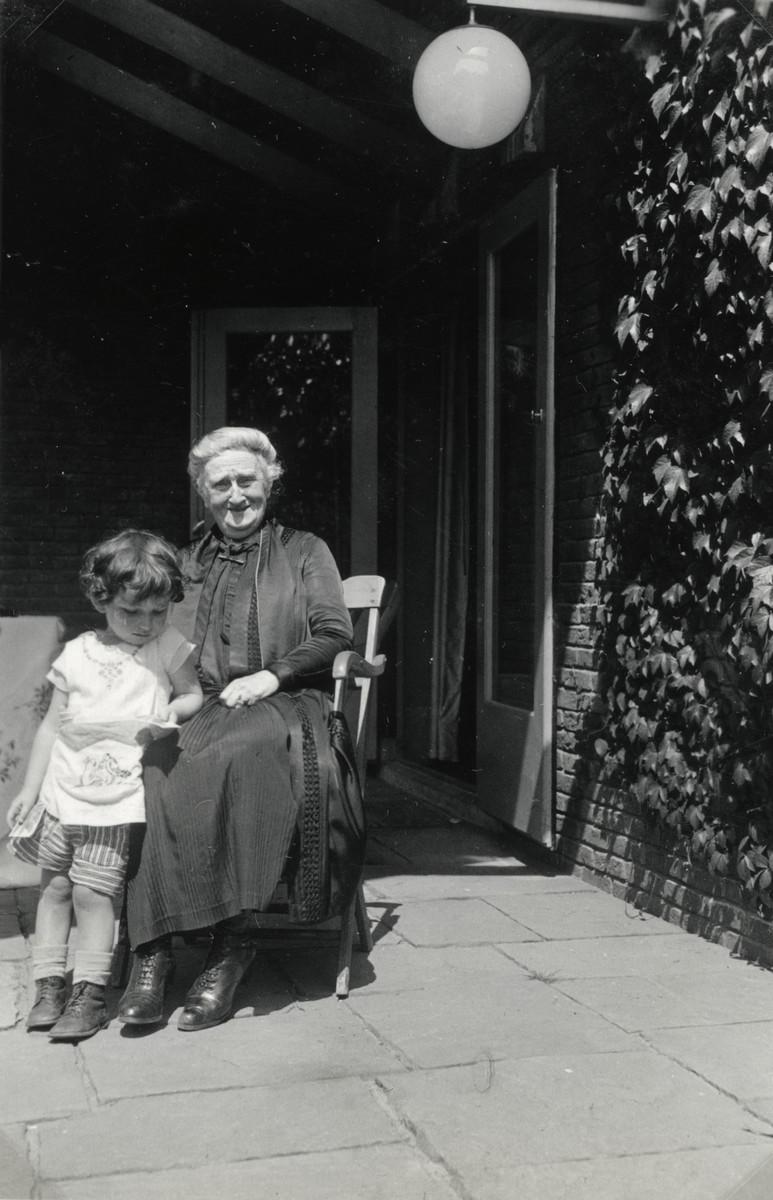 Henriette Mossel (left) and her maternal aunt, Bettie Buchenbacher.    Bettie was hidden by Gentiles, but died during the war.