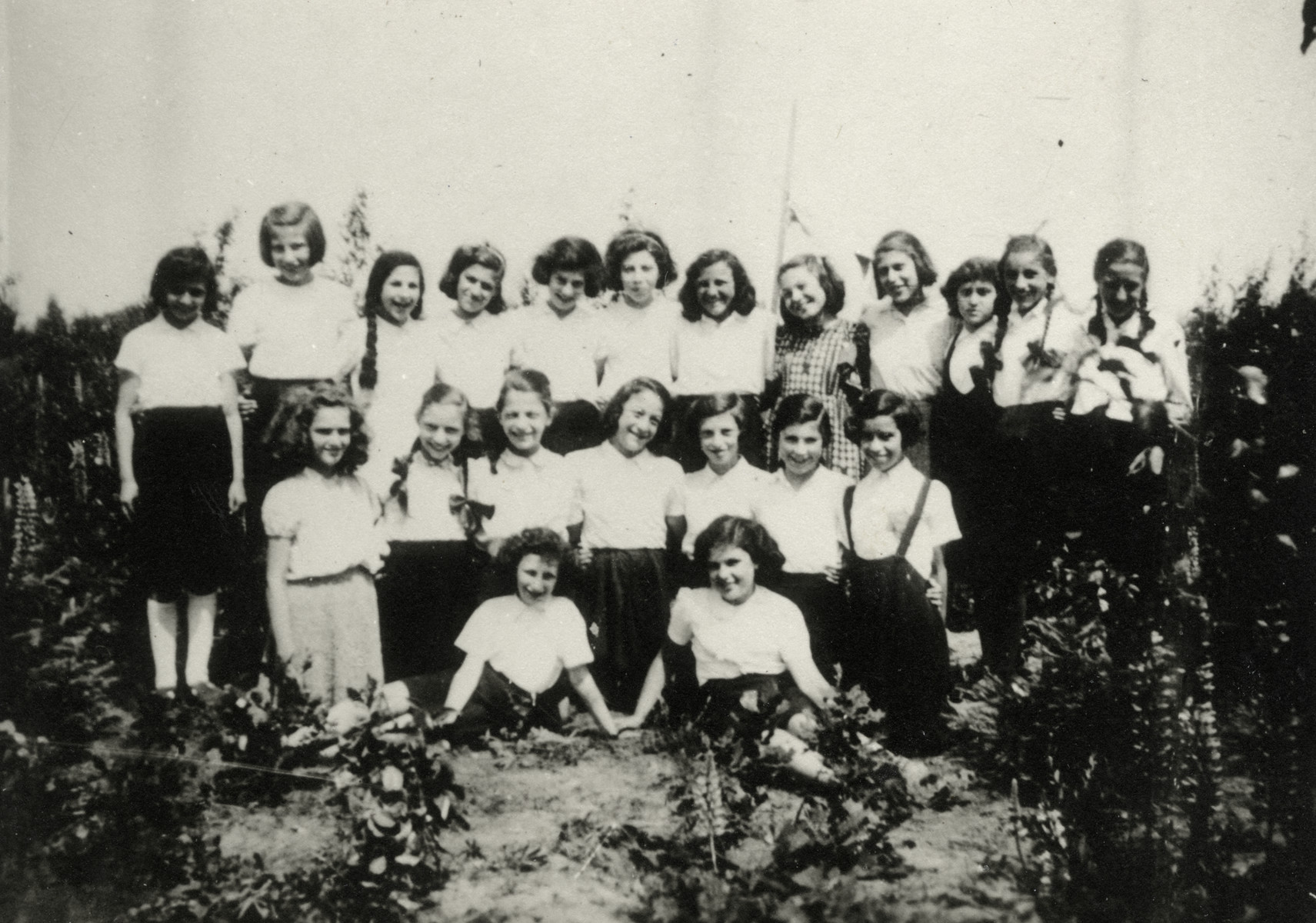 Group portrait of school girls in Westerbork.  Among those pictured are Sonni Birnbaum (second row, second from the left), Yehudit Stern (second row, third from the right), Yehudit Nusbaum (second row, far right),   Regina Stein (top row, sixth from the right and Trudie Stein (top row, second from the right).
