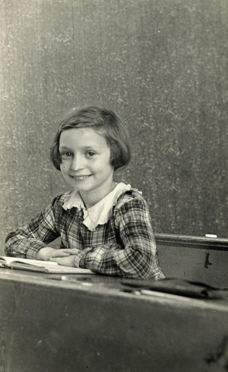 School portrait of Sonni Birnbaum sitting at her desk in a first grade class in Berlin.