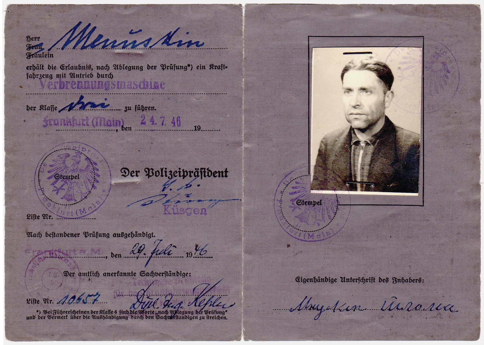 Driver's lisence issued to former partisan Shlamke Minuskin.