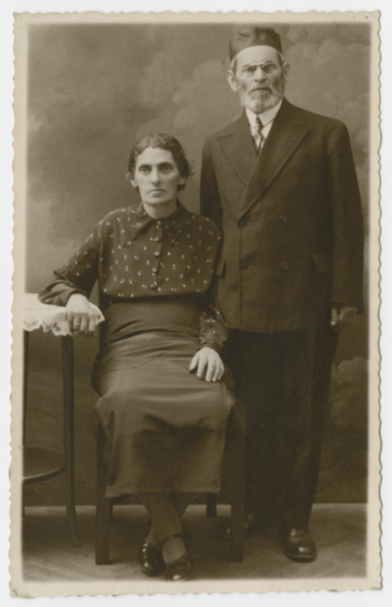 Possibly the parents of Jacob Tager, posing for a portrait before the war broke out.
