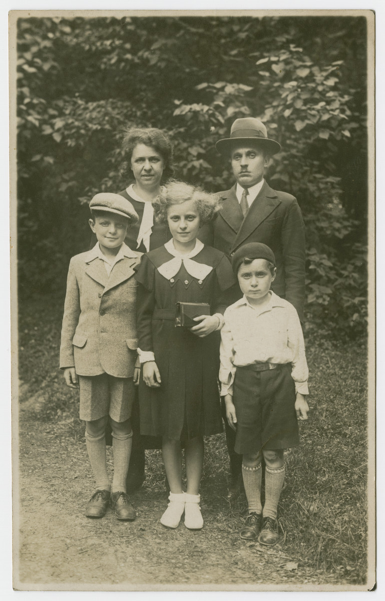 The Tager family poses for a family portrait.