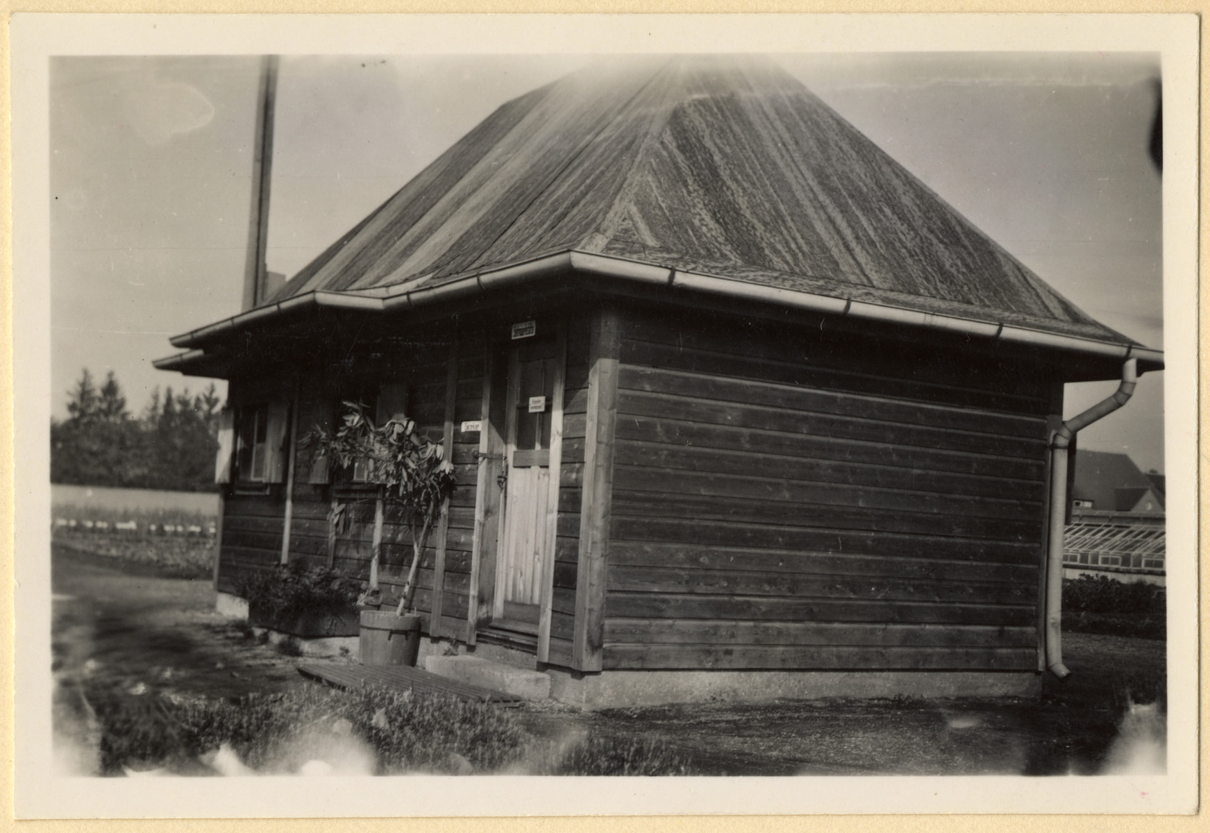 """View of a building in the Dachau """"plantation ..."""
