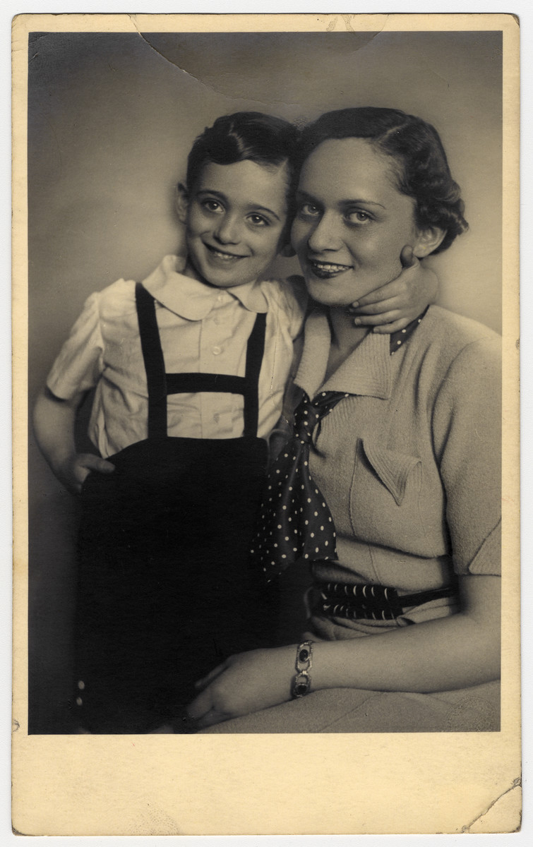 Studio portrait of Livia Vermes and her son Janos Kovacs.