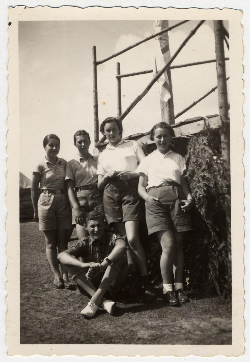 Group portrait of a Zionist youth group in Zilina.  Pictured are Klara Rachel Lenard (maiden name Anschel), Judit, Rut, Eva and Josua.