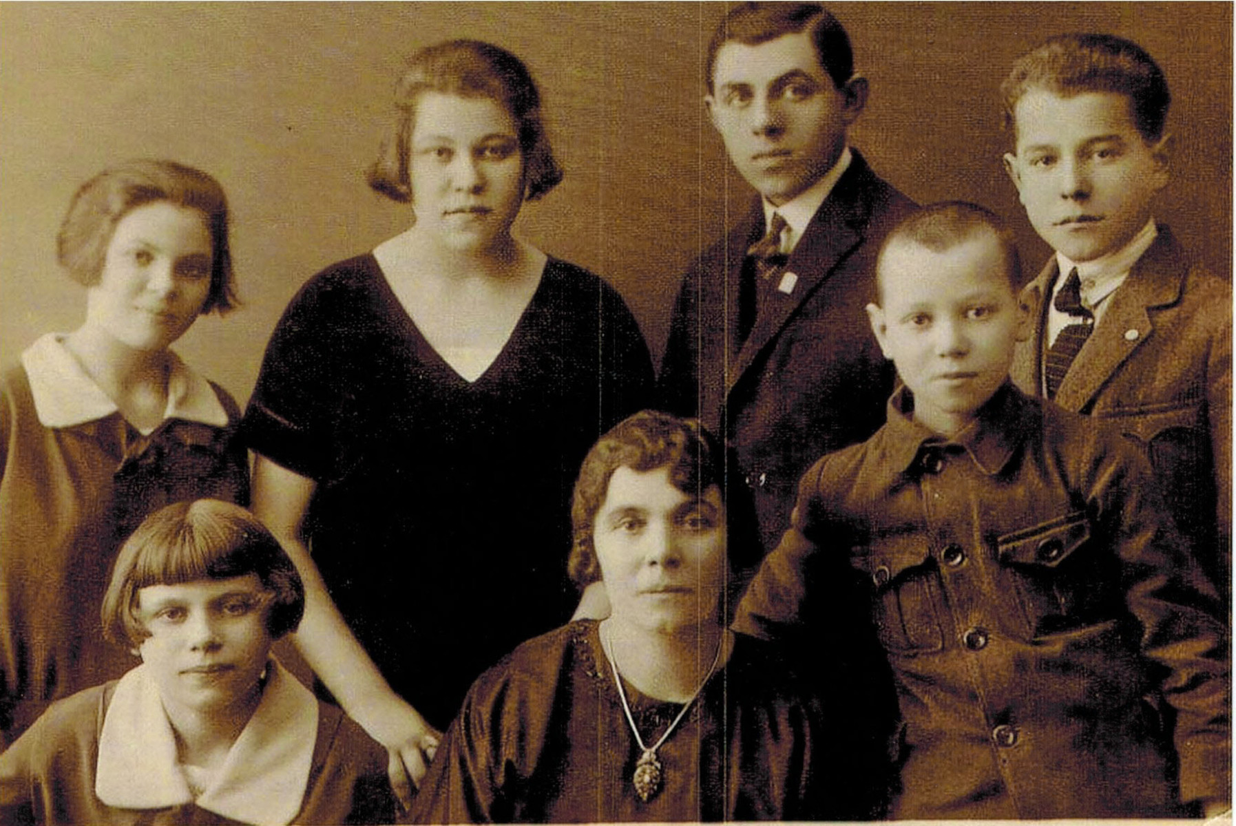 Prewar photograph of Esther Birnbach and her six youngest children: Ceil, Pessel, Meyer, Moe, Sol, Esther and Florence.