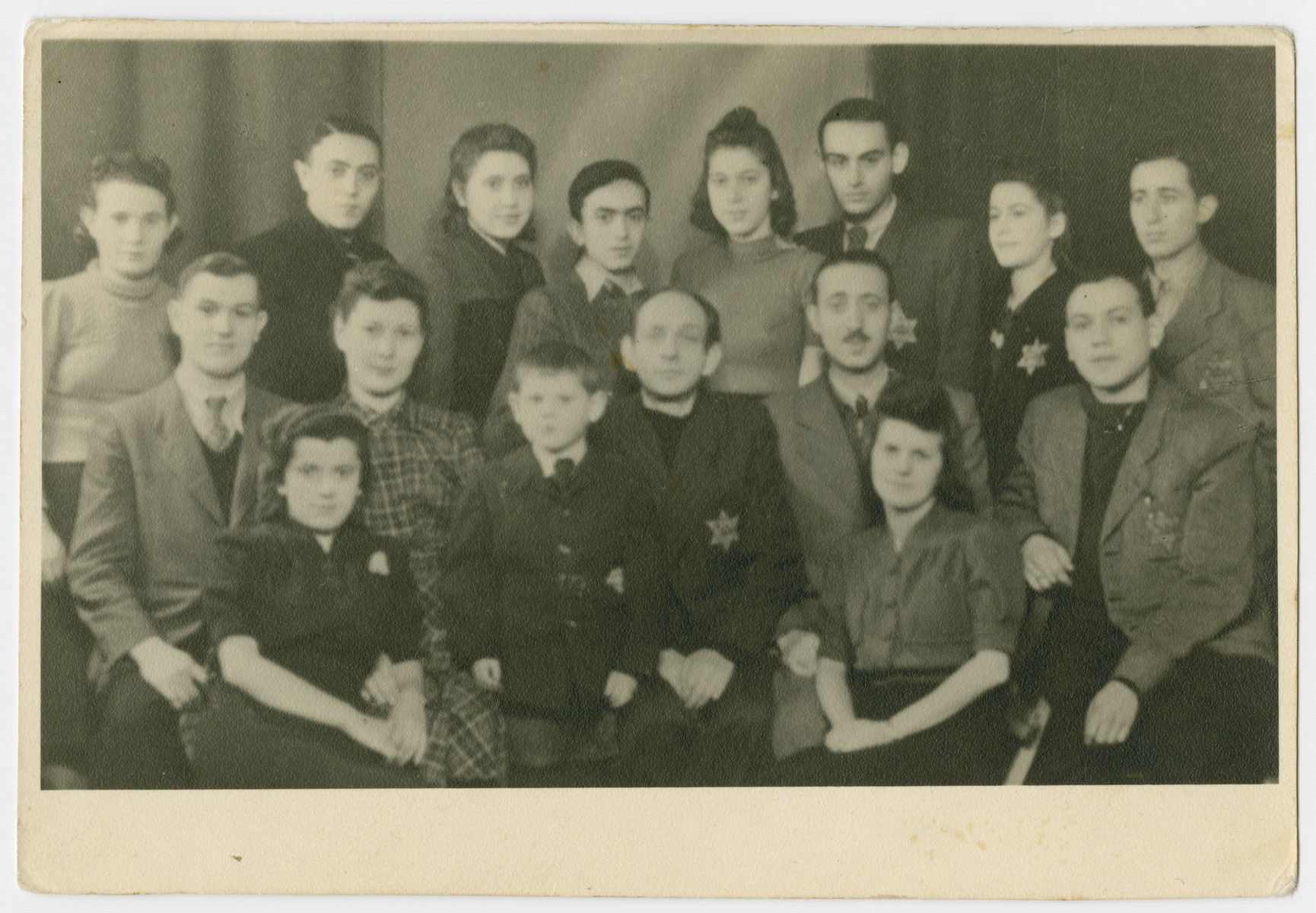 Group portrait of Jews in the Bedzin ghetto wearing the Jewish star.             Among those pictured are Ruchale Hassenberg, Chaske Hassenberg and Motek Wandesan.