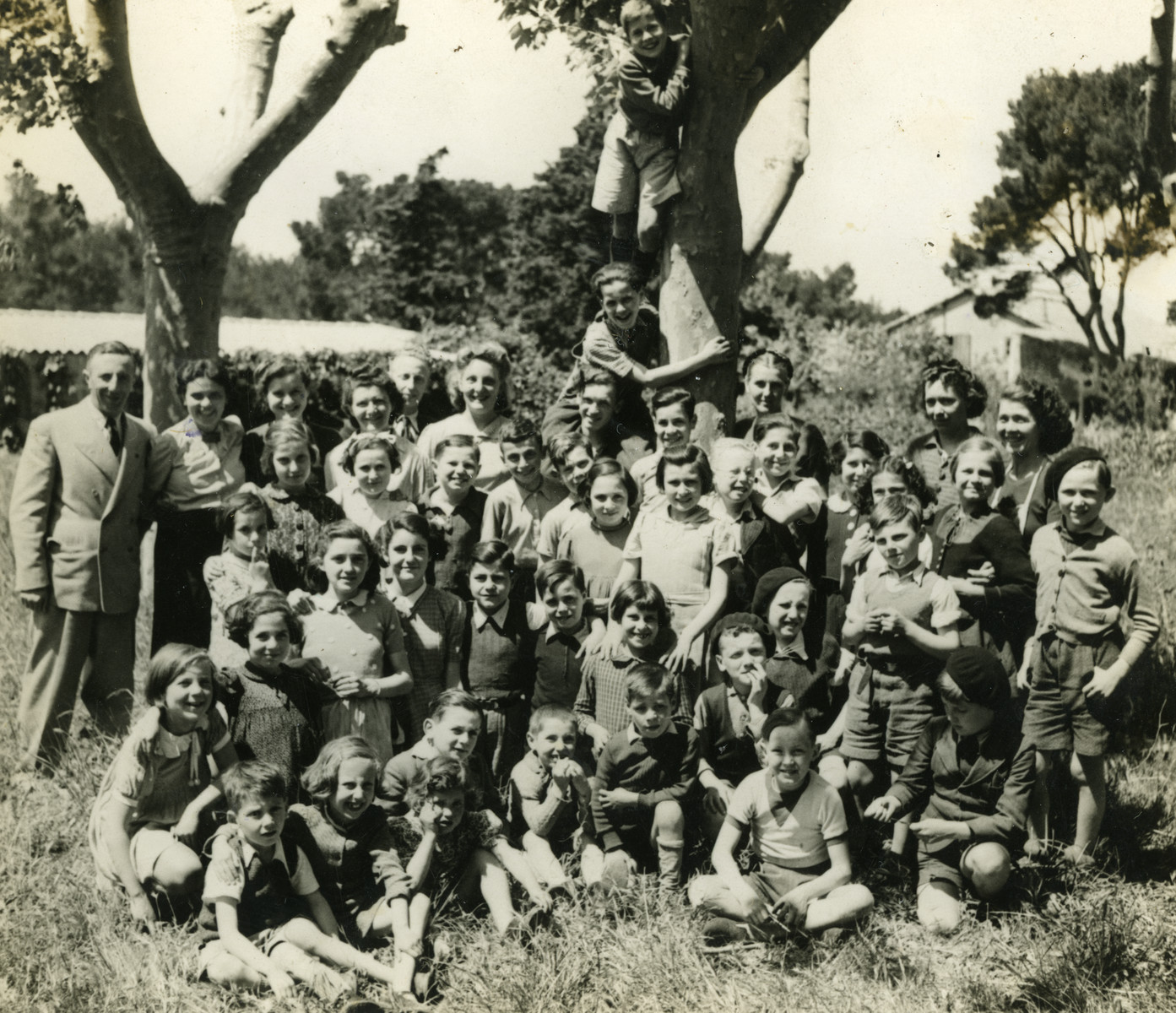 Group portrait of Jewish children in Marseilles under the care of UGIF who are preparing to leave for the United States.  Among those pictured is Jolana Schonbrun, standing in the third row, third from the left with a ribbon in her hair.
