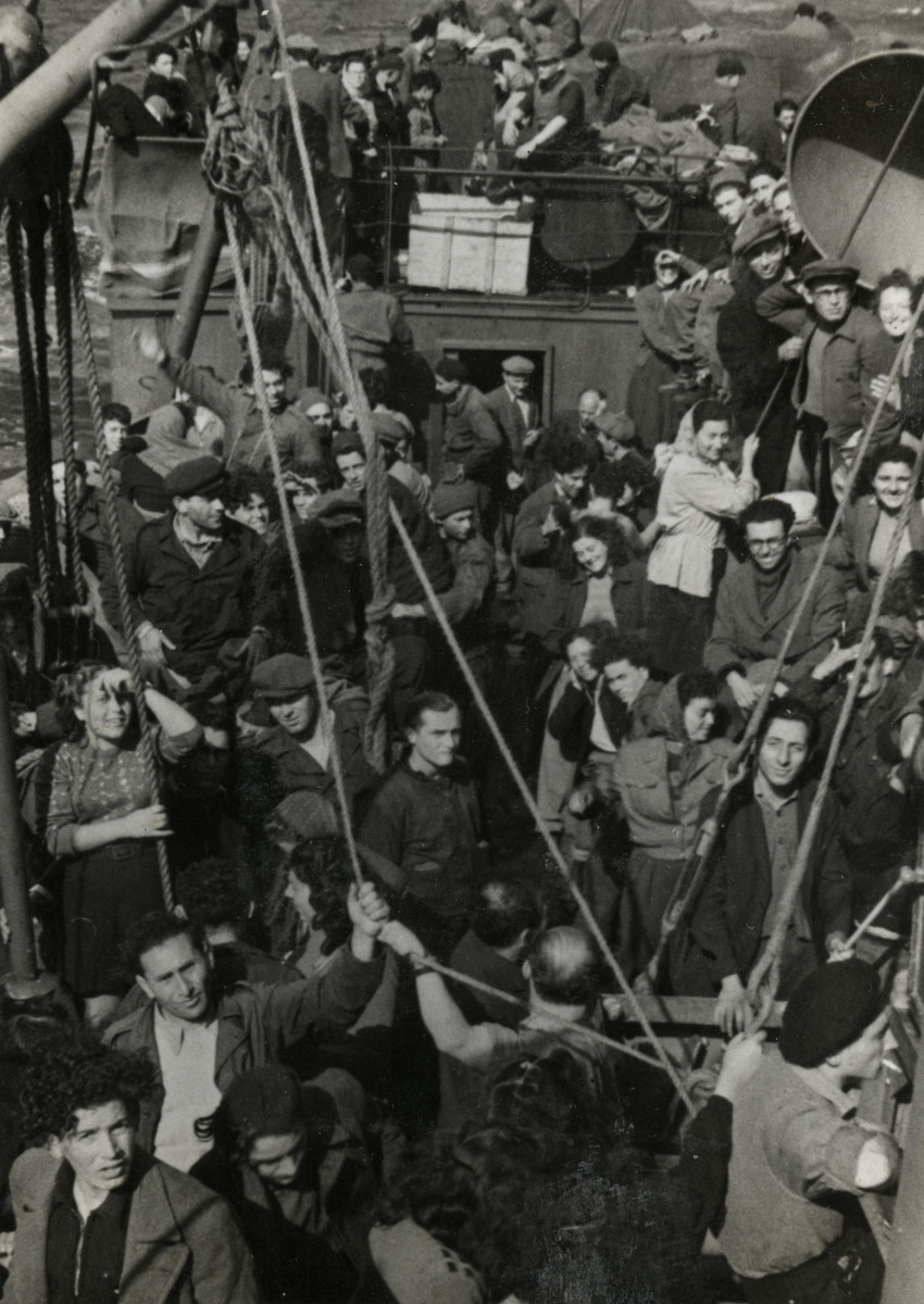 Illegal immigrants crowd together on the deck of the ship, Hatikvah.