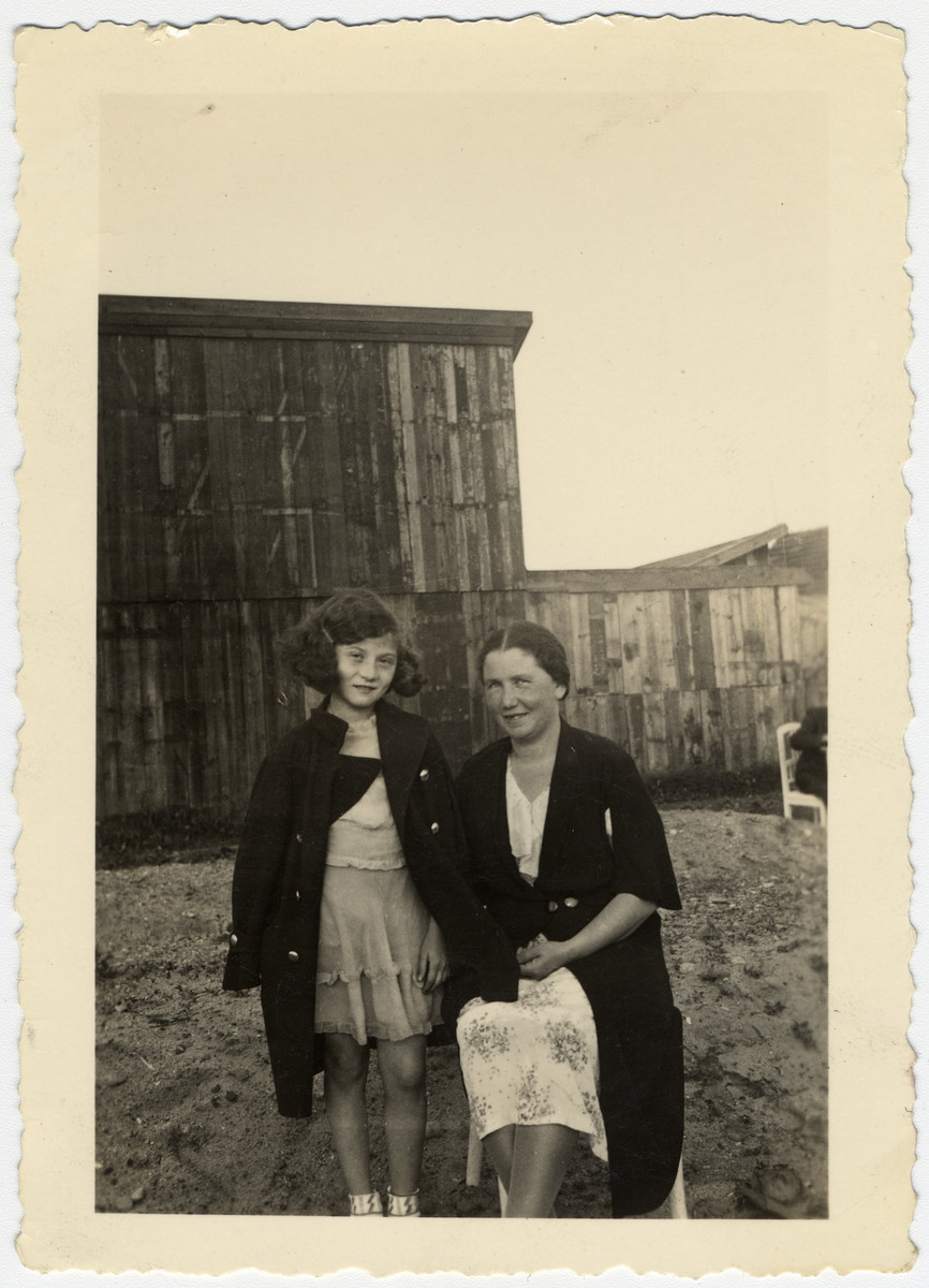 Cesia Honig pictured on left with mother, Malka Honig.