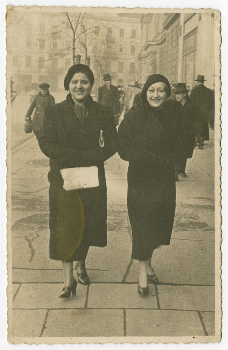 Helena Aronson walks down a street of Warsaw with her sister.