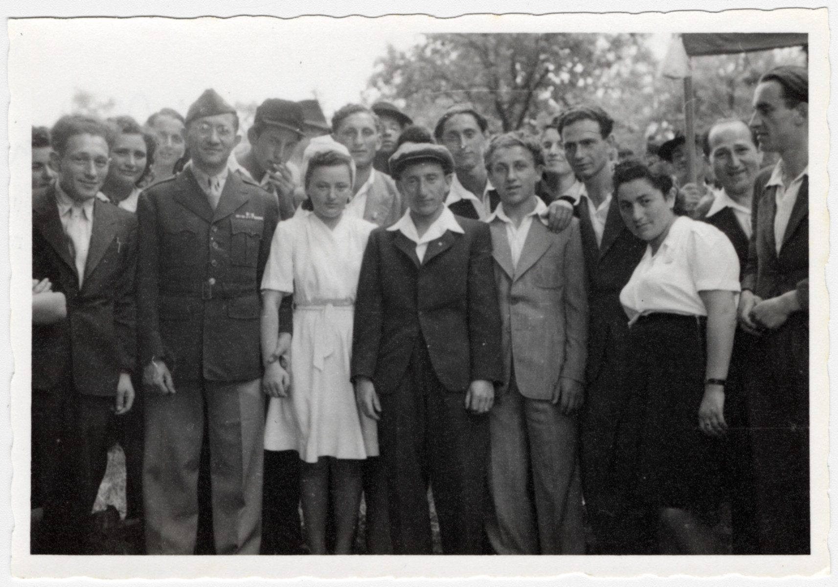 UNRRA director, Mordecai Schwartz poses with residents of the Wildflecken displaced persons' camp.